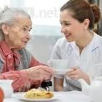Lựa chọn giúp việc gia đình chăm sóc người già