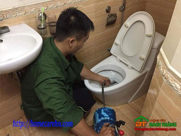 Thông tắc bồn cầu quận Tân Phú giá rẻ, hiệu quả BT homecare