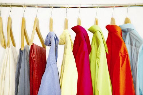 Đánh bay vết dầu mỡ bám trên quần áo màu