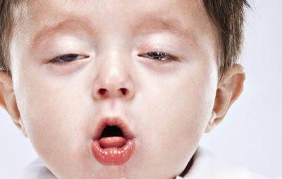 Sử dụng chanh đào ngâm mật ong đề phòng ho cảm cúm cho bé